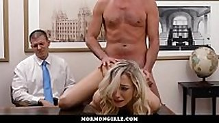 Girl screwed during the time that her cuckold boyfriend watches