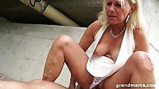 Hot blonde old cougar acquires fortunate with a youthful h...
